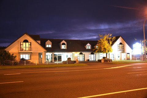 Camelot on Ulster - Night image - Exterior view