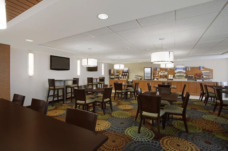 Holiday Inn Express ROMULUS / DETROIT AIRPORT - Romulus, MI