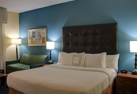 Fairfield Inn & Suites Dallas North by the Galleria - Larger King Guest Room
