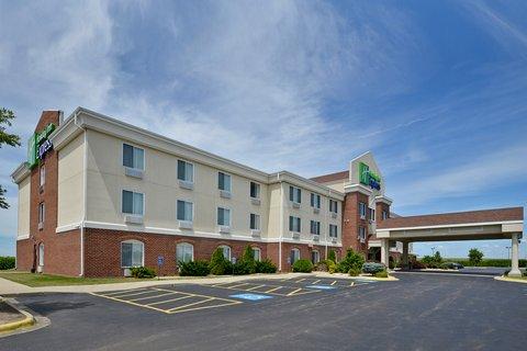 Holiday Inn Express Rochelle - Open Lot for Truck Parking