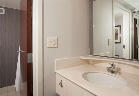 Courtyard Greenville-Spartanburg Airport - Guest Room Vanity