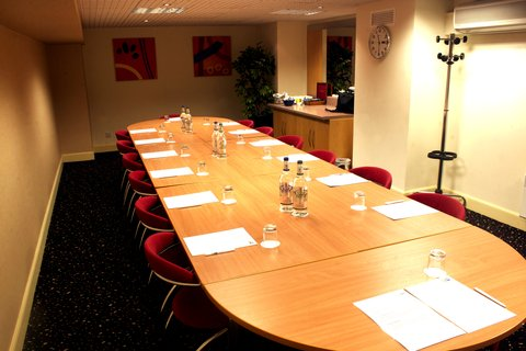Holiday Inn Express EDINBURGH CITY CENTRE - EDBPP Boardoom Style in Wallace Meeting Room