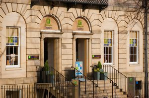 Ideally located city centre hotel in a Goergian style building
