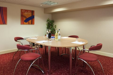 Holiday Inn Express EDINBURGH CITY CENTRE - Interview Style in Finnie Meeting Room