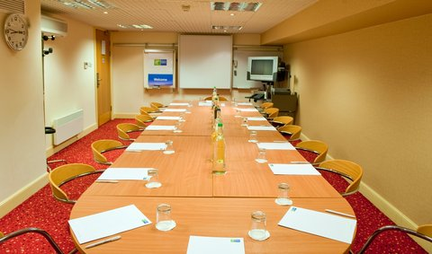 Holiday Inn Express EDINBURGH CITY CENTRE - Boardroom Style in the fully equipped Wallace Meeting Room