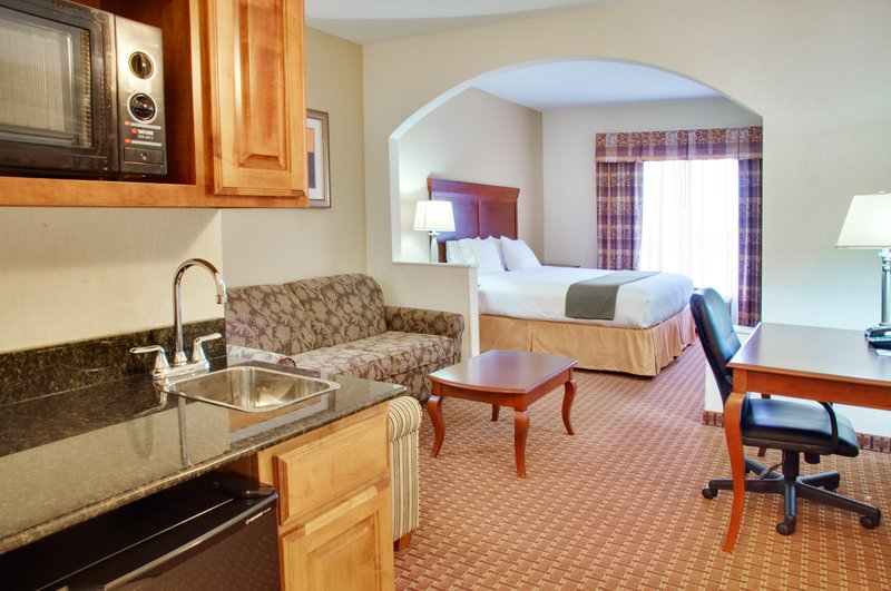 Holiday Inn Express & Suites CENTER - Center, TX