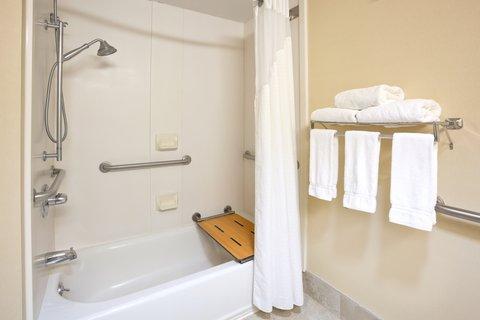 Holiday Inn Express CEDAR RAPIDS (COLLINS RD) - Guest Bathroom