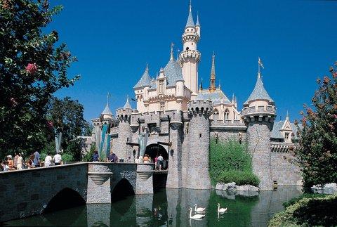 Holiday Inn Anaheim Resort - Walk through Disneylands Sleeping Beauty Castle