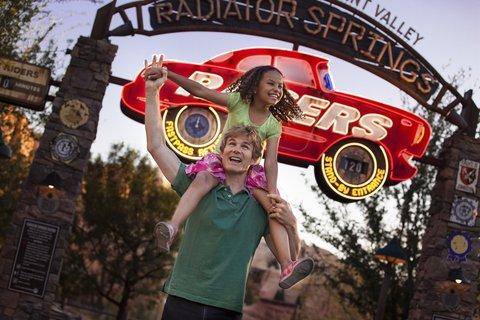 Holiday Inn Anaheim Resort - Shuttles run daily to Disneyland and Cars Land