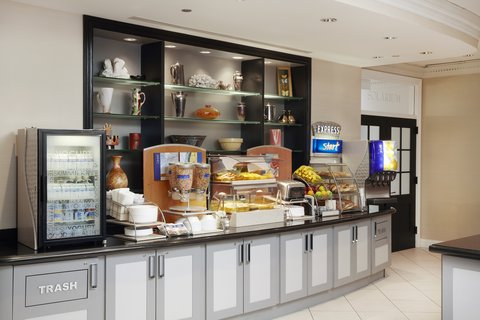 Holiday Inn Express CHICAGO - MAGNIFICENT MILE - Breakfast Bar