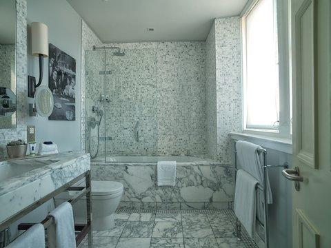 Rocco Forte Balmoral Hotel - The Balmoral - Classic Room Bathroom