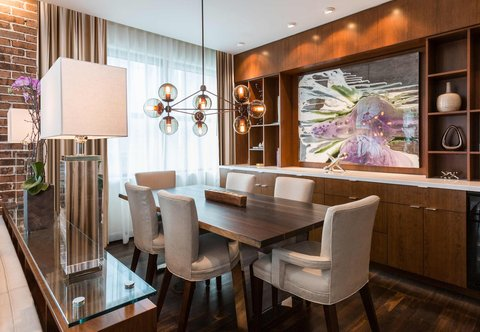 JW Marriott Houston Downtown - Presidential Suite - Dining Area