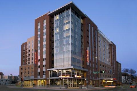 Hampton Inn and Suites Madison Downtown - Exterior