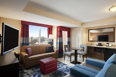 Hampton Inn and Suites Madison Downtown - Suite Living Area