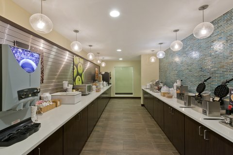 La Quinta Inn & Suites Artesia - Breakfast Bar