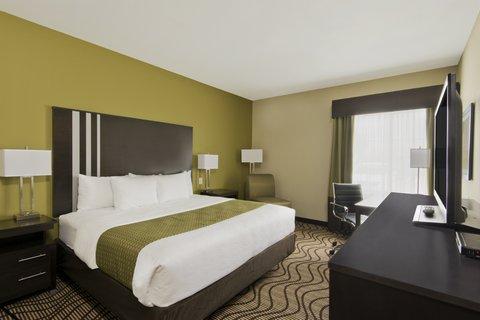 La Quinta Inn & Suites Artesia - King Room