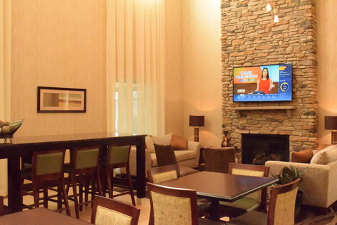 Holiday Inn Express & Suites Geneva Finger Lakes - Plenty of space to gather after a trip to Waterloo Premium Outlets