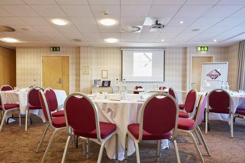 Future Inn Cardiff Bay - Meeting Room