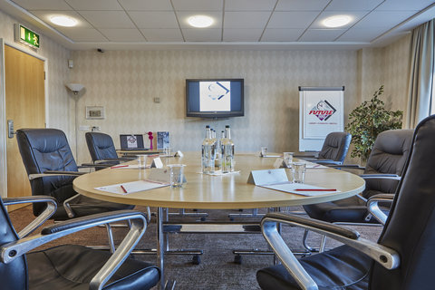 Future Inn Cardiff Bay - Conference Room