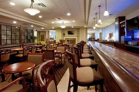 Holiday Inn CHARLOTTESVILLE-UNIV AREA - Bar and Lounge
