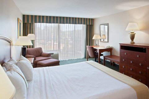 Holiday Inn CHARLOTTESVILLE-UNIV AREA - King Bed Guest Room