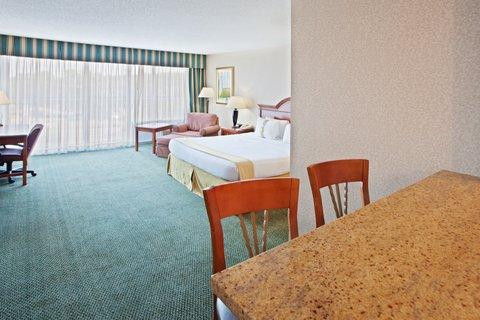 Holiday Inn CHARLOTTESVILLE-UNIV AREA - Deluxe Room