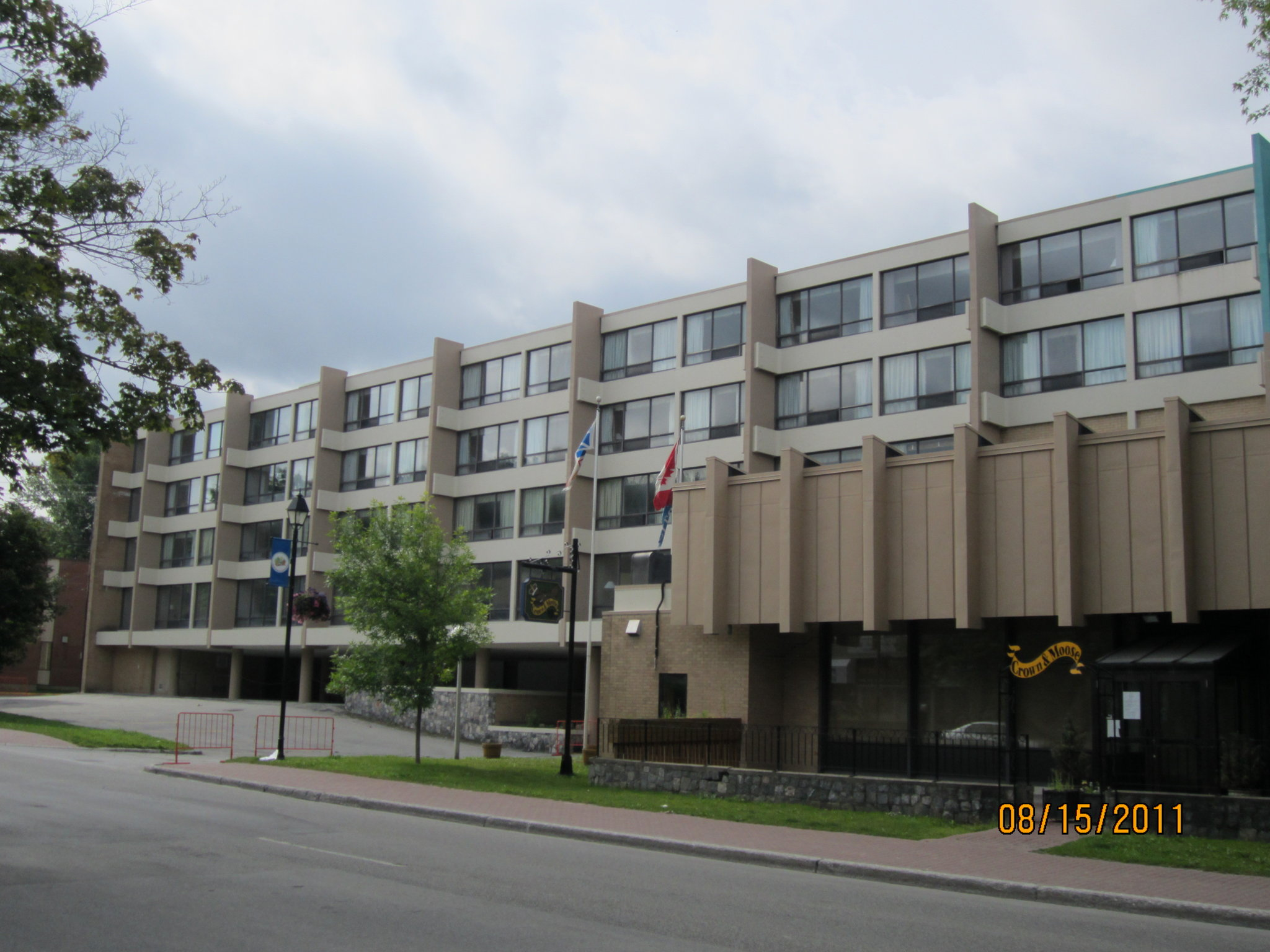 Greenwood Hotel & Suites