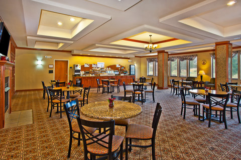 Holiday Inn Express & Suites GOSHEN - Breakfast Area