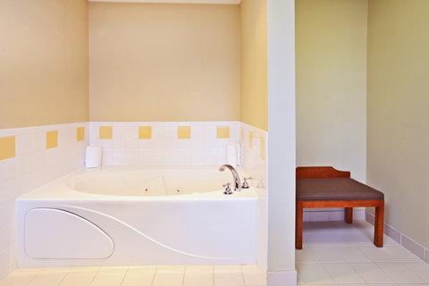 Holiday Inn Express & Suites GOSHEN - Two person whirlpool tub