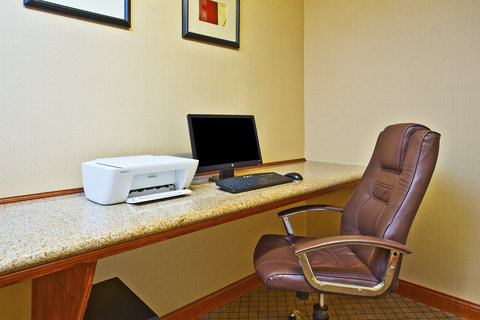 Holiday Inn Express & Suites GOSHEN - Business Center