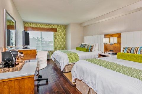 Holiday Inn Express ANAHEIM MAINGATE - Queen Bed Guest Room
