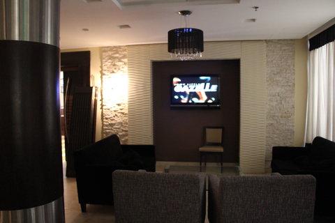 فندق هوليدي ان ازدهار - Bar and Lounge