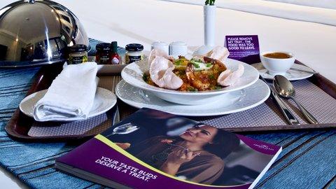 فندق كراون بلازا ديرة دبي - In-room Dining