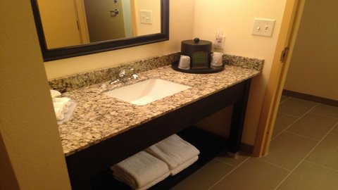 Holiday Inn Express AUGUSTA EAST - Guest Bathroom