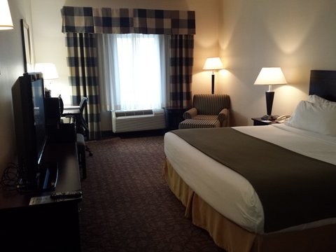Holiday Inn Express & Suites CONCORDIA US81 - King Bed Guest Room