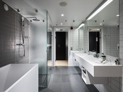Gothia Towers - Junior Suite Bathroom at Gothia Towers