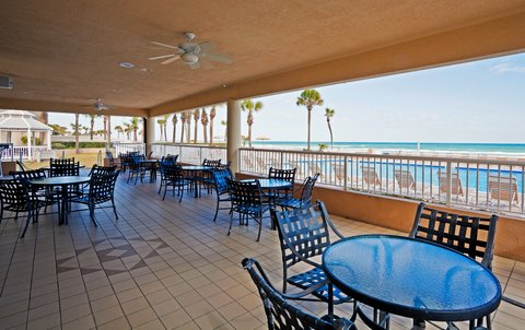 Holiday Inn Hotel And Suites Daytona Beach On The Ocean - Oceanfront veranda dining is open for breakfast  lunch and dinner