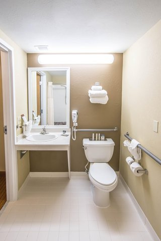 DoubleTree by Hilton Bloomington - ADA Bathroom