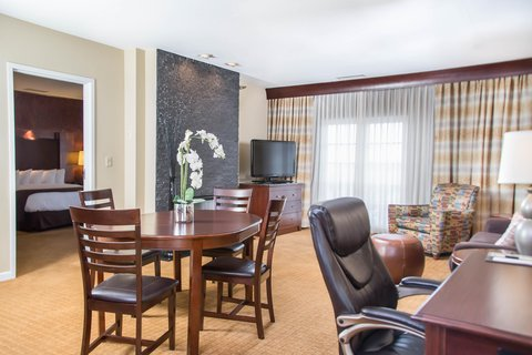 DoubleTree by Hilton Bloomington - Presidential Living Area