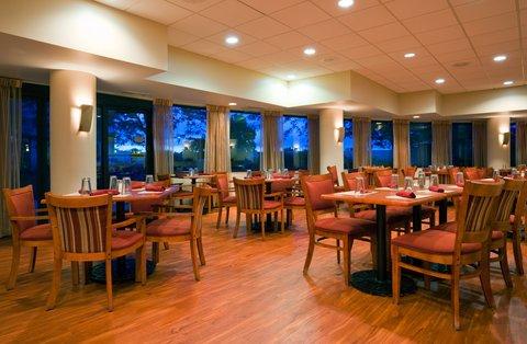ฮอลิเดย์อินน์ แอเปลตัน โฮเต็ล - The Terrace Cafe serving breakfast daily