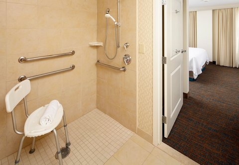 Residence Inn Columbus Downtown - Accessible Guest Bathroom
