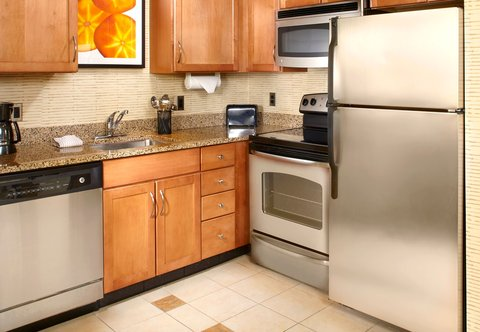 Residence Inn Columbus Downtown - Two-Bedroom Suite - Kitchen