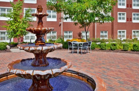 Country Inn & Suites By Carlson, O'fallon, Mo - Our beautiful courtyard
