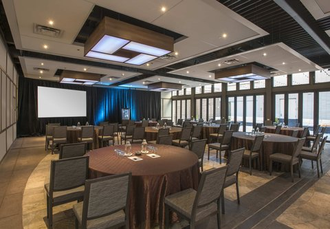 J.W. Marriott Denver At Cherry Creek Hotel - Fireside Event Space - Cresent Rounds