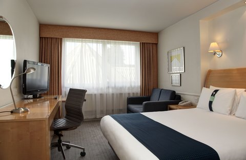 Holiday Inn Bristol Filton Hotel - Standard Family Room for 2 Adults and 1 Child
