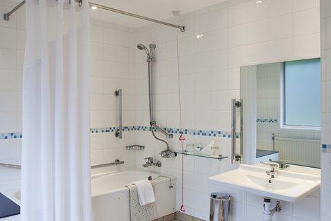 Holiday Inn Bristol Filton Hotel - Guest Bathroom