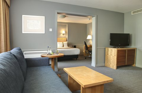 Holiday Inn Bristol Filton Hotel - Our Executive Suite Looking over our Picturesque Lake