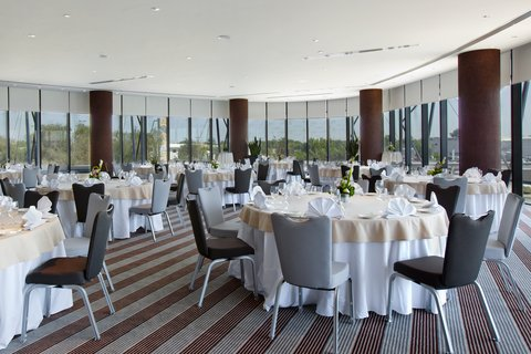 Holiday Inn ABU DHABI - Ballroom with natural daylight can seat upto 180 guests