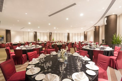 Holiday Inn ABU DHABI - Host grand dinners  award nights and parties at the Al Dana