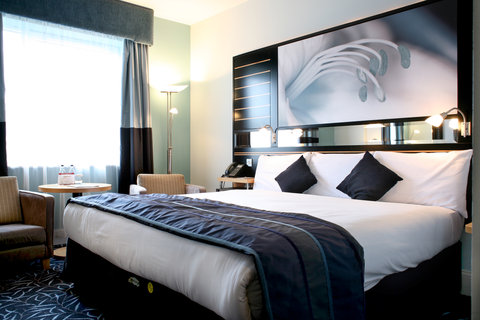 Crowne Plaza DUBLIN - NORTHWOOD - A comfortable king bed guest room